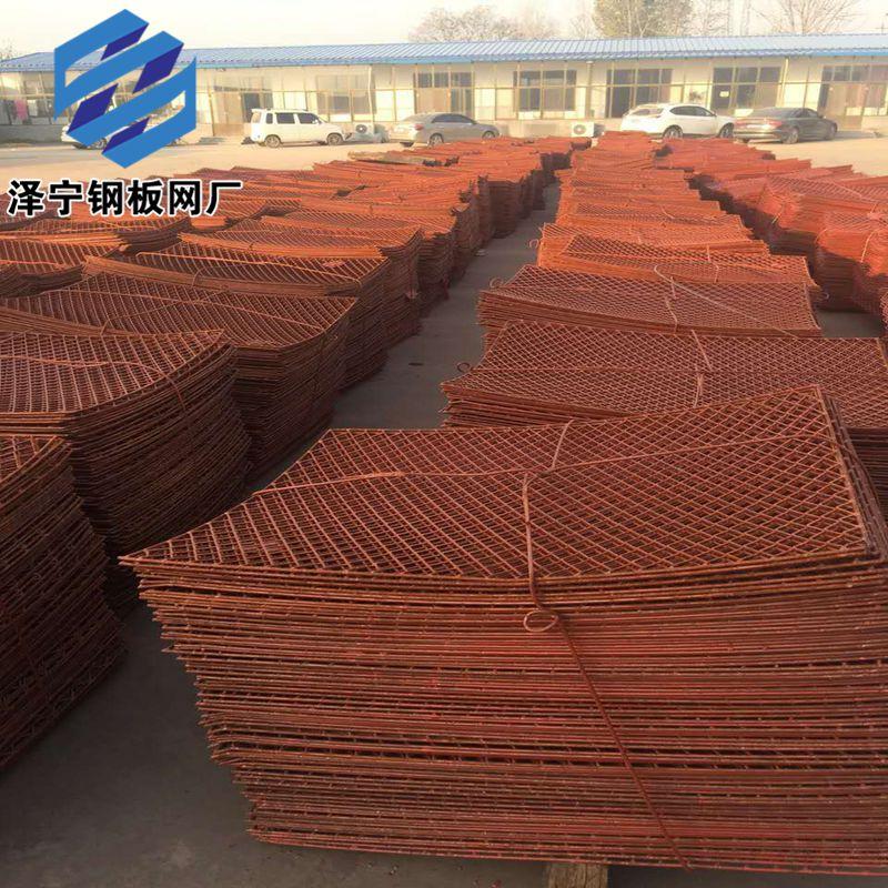 2017年8月22号天气晴转多云江苏南通老客户打来电话要货32吨钢笆网片。由于最近板价上涨