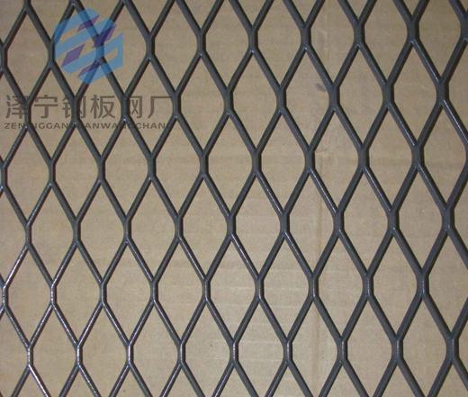 小钢板网是钢板网长节距20mm以下的一种微孔钢板网,是根据用户的需要由大孔钢板网经过改变精
